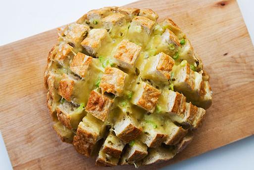 хлеб с сыром и перцем