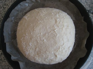 Простой рецепт безопарного домашнего хлеба.