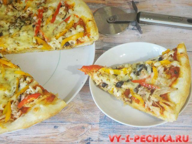 пицца с курицей готова