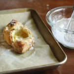 Легкий сырный десерт (сырные лодочки из слоеного теста)
